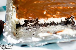 No Bake Oreo Cheesecake Slab is a crowd feeder and crowd pleaser!! Oreo crust, homemade no bake cheesecake with Oreo chunks in the middle with a delicious chocolate ganache topping to finish it off! This is sure to be a party favorite!