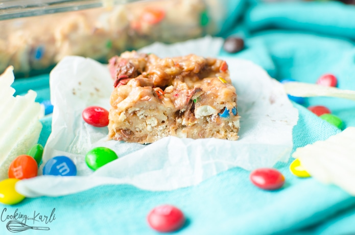 These no bake peanut butter bars are full of potato chips, pretzels and peanut butter.