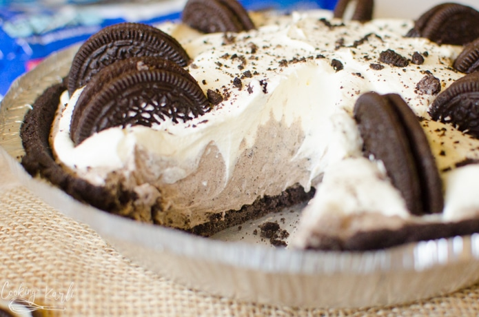 No bake Oreo pie is a cookies and cream lovers heaven.