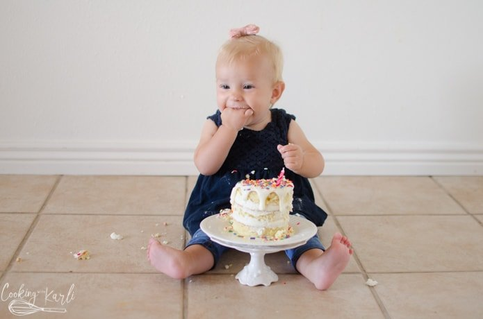 cake smash with a baby for her birthday.