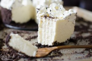 easy No bake cheesecake recipe with oreo crust