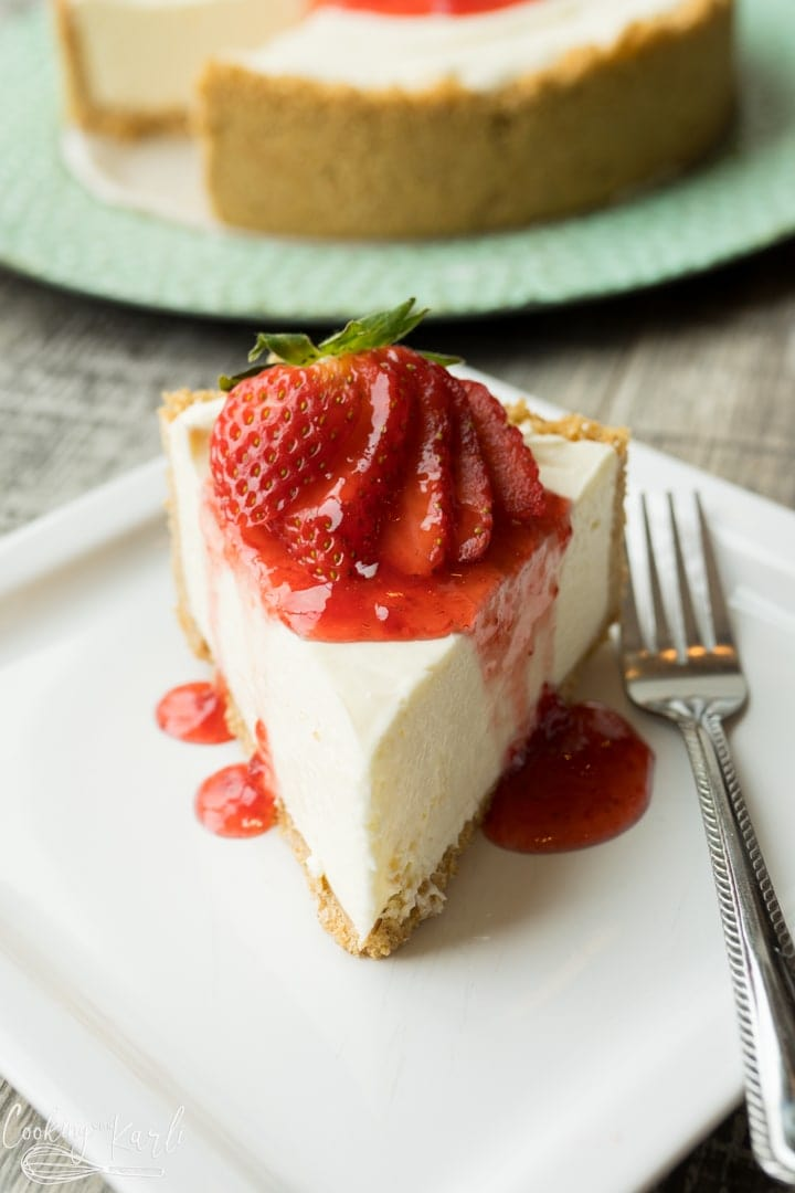 no bake cheesecake, final shot with strawberries