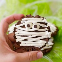 chocolate mummy cookies are an easy halloween cookie