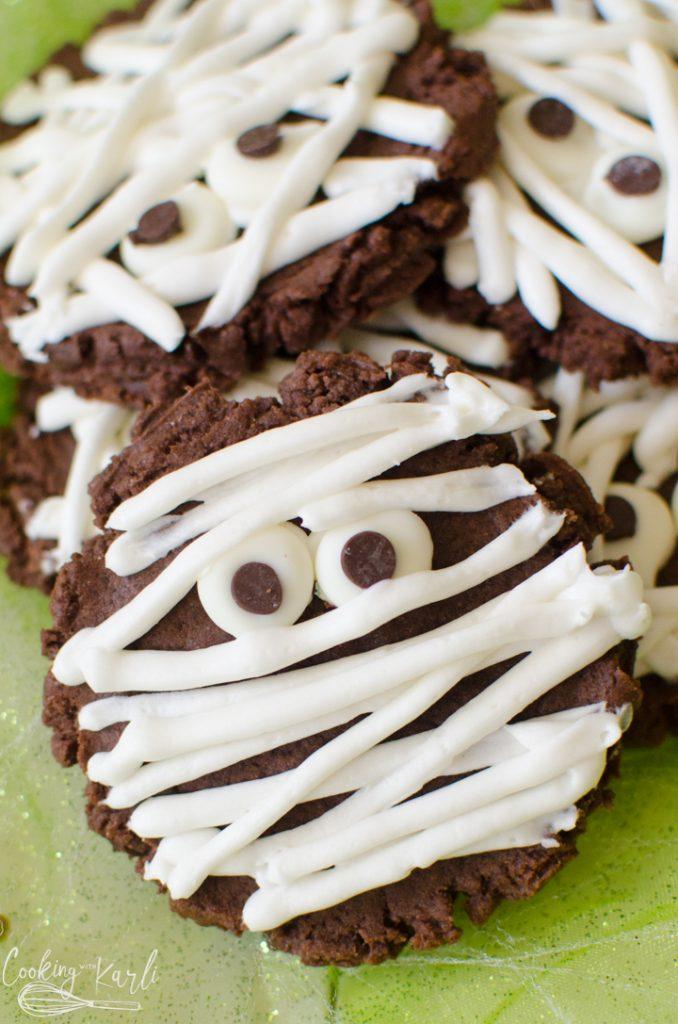 chocolate mummy halloween cookies