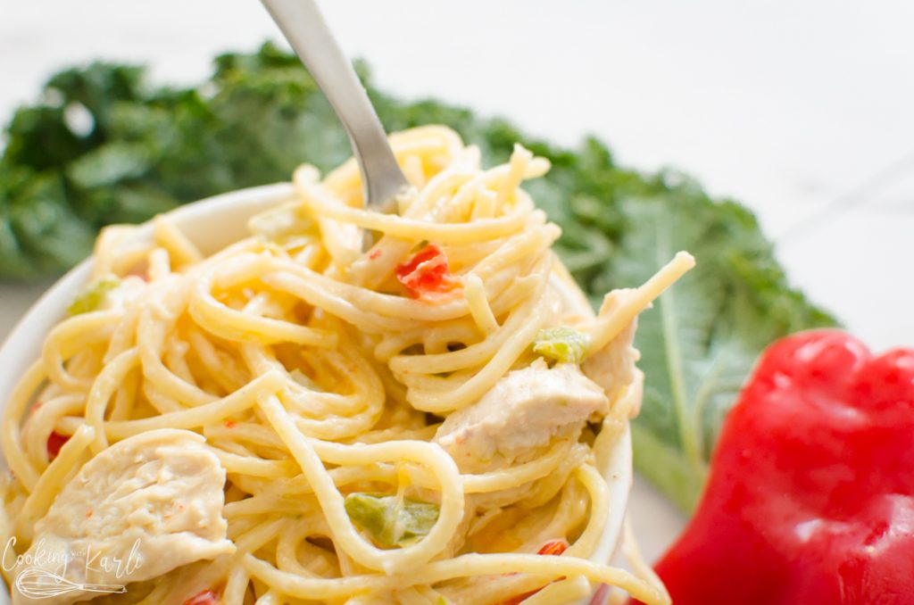 instant pot spaghetti with chicken, onions and peppers
