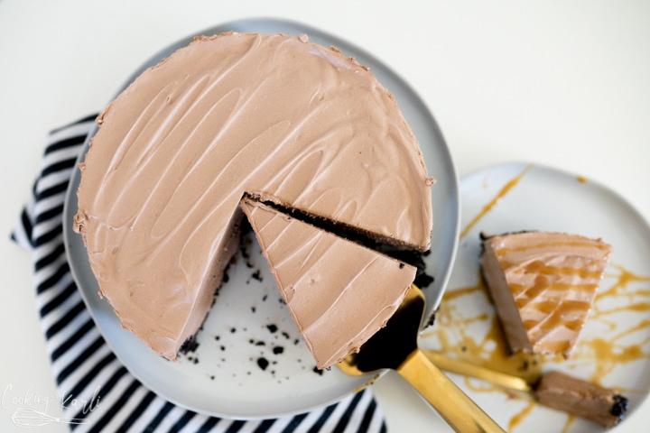 no bake chocolate cheesecake, being served