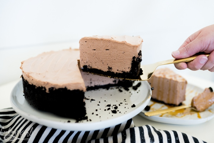 chocolate cheesecake being sliced