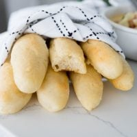 Olive Garden breadsticks served