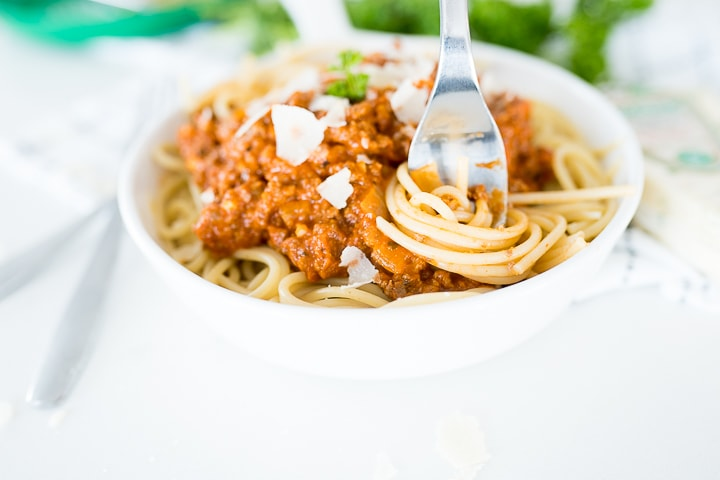 bolognese sauce over pasta