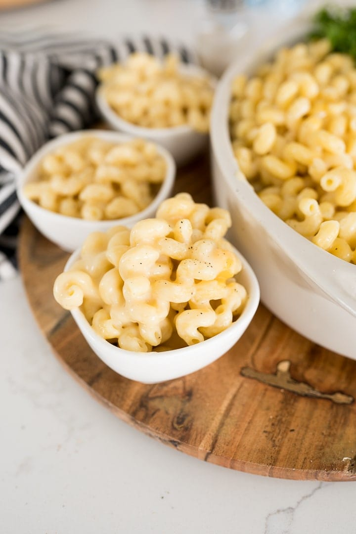 creamy Mac and cheese served in small bowls