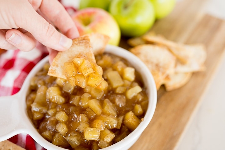 cinnamon sugar tortilla chip with apple pie dip