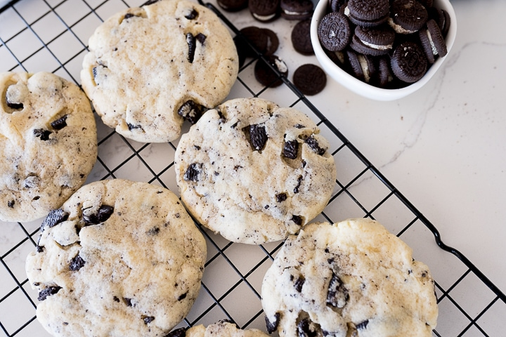 cookies and cream cookies baked and on the cooling rack